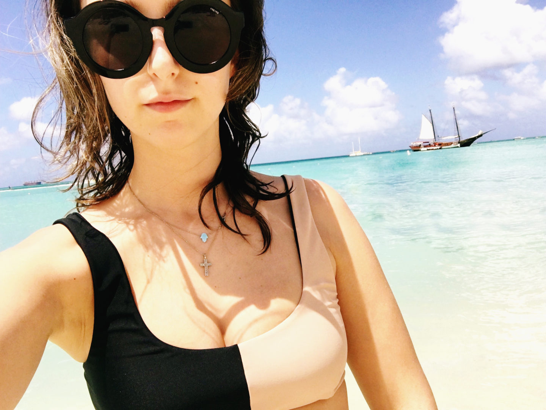 bikini-beach-aruba-travel