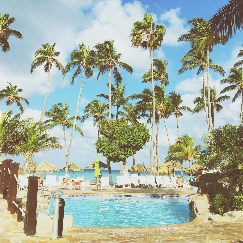 Pool-holiday inn-Aruba-travel blog
